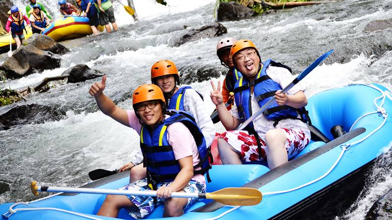 Planning a Holiday? Check this Telaga Waja Rafting Review 3